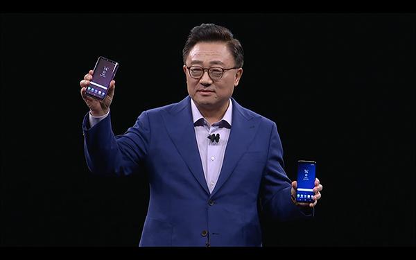 DJ Kod , CEO của Samsung Mobile giới thiệu cặp đôi Galaxy S9 và S9 Plus tới cộng đồng công nghệ thế giới. (Ảnh: Samsung live)