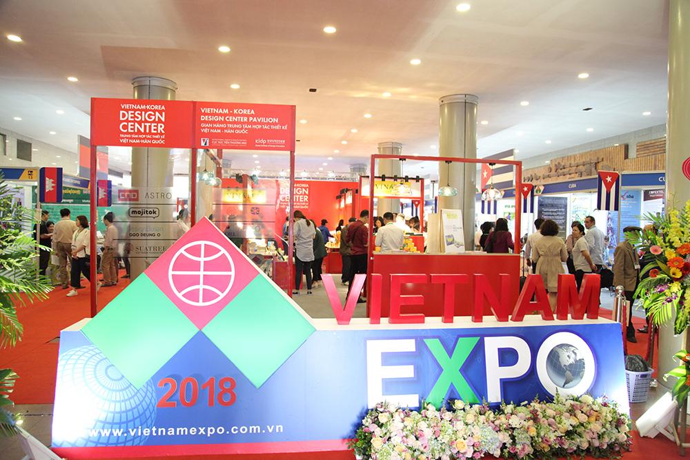 Nhộn nhịp 550 gian hàng tại hội chợ Thương mại Quốc tế Việt Nam lần thứ 28