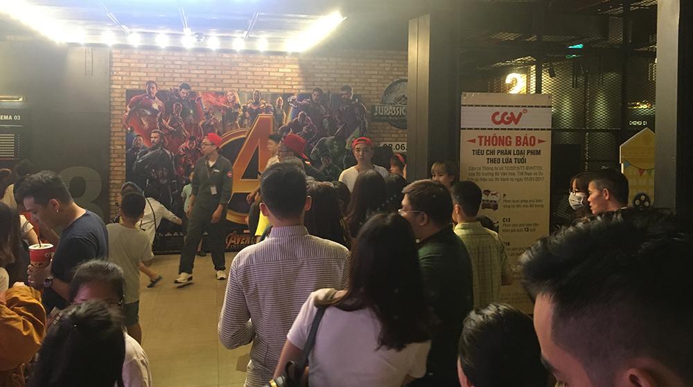 Khán giả Hà Nội đổ đến rạp xem Avengers: Infinity War