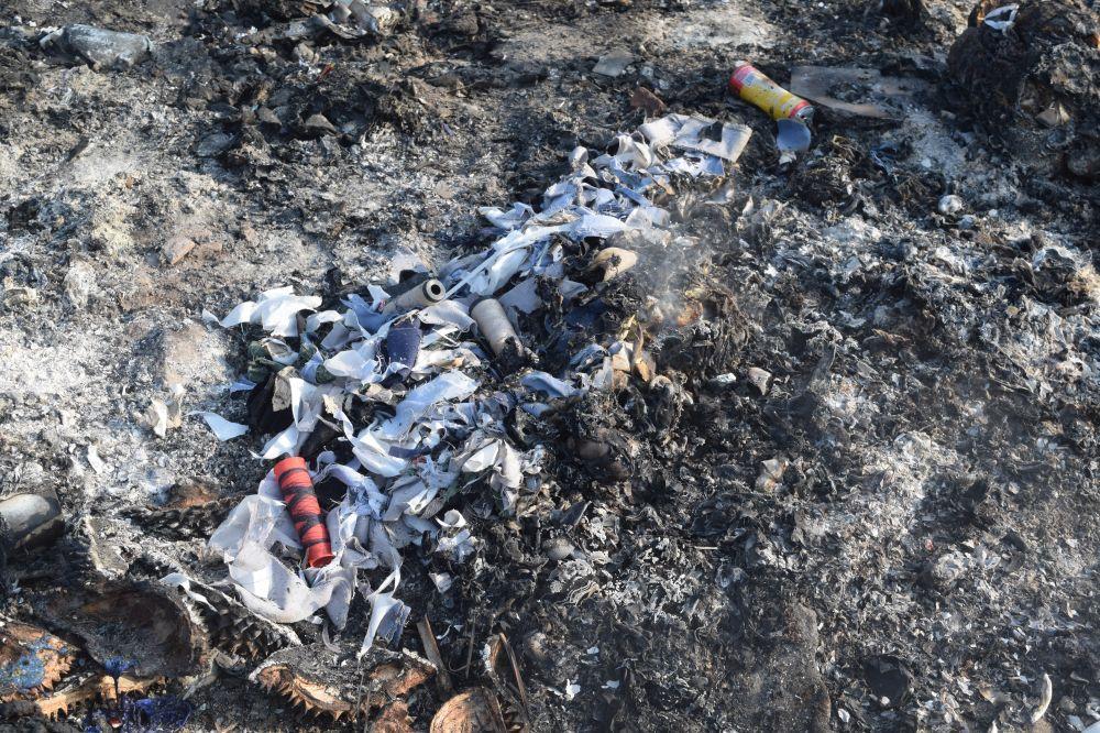 mọi loại rác thải được đổ ra vô tội vạ tràn lan không đúng nơi qui định