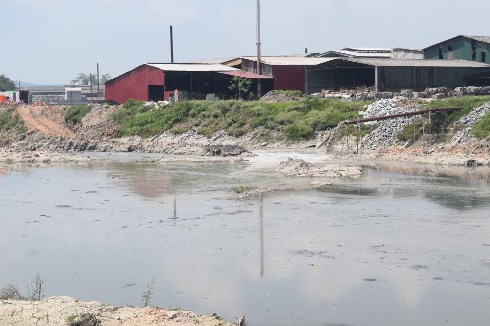 Nước thải được xả trực tiếp ra sông Ngũ Huyện Khê