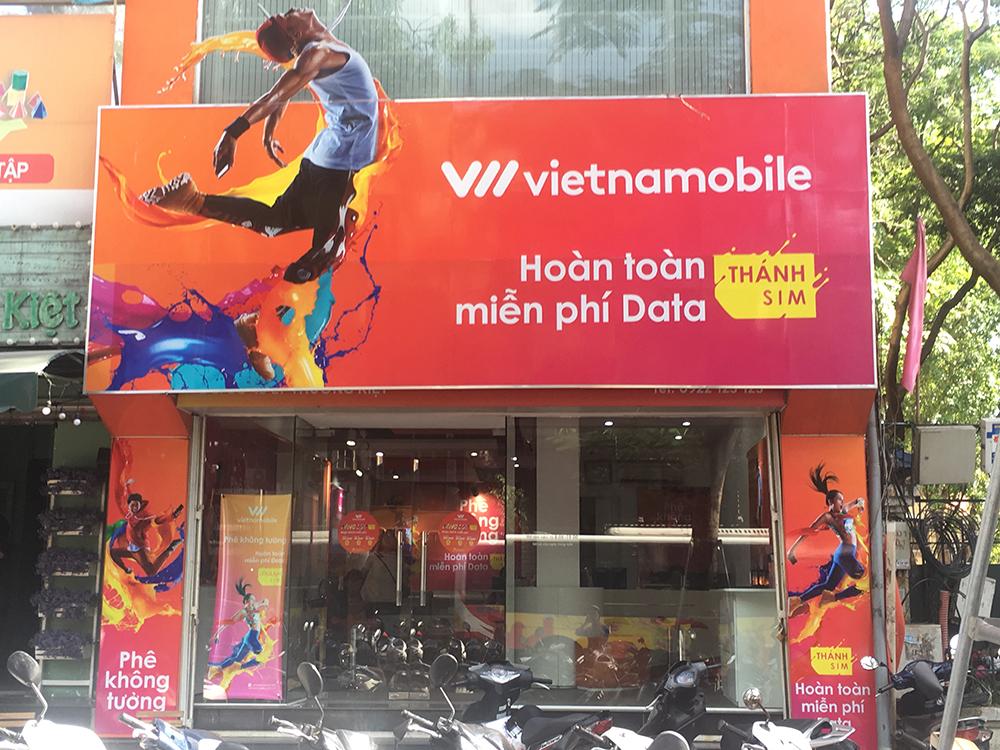 Bộ cấm, Vietnamobile vẫn chạy đua khuyến mại khủng