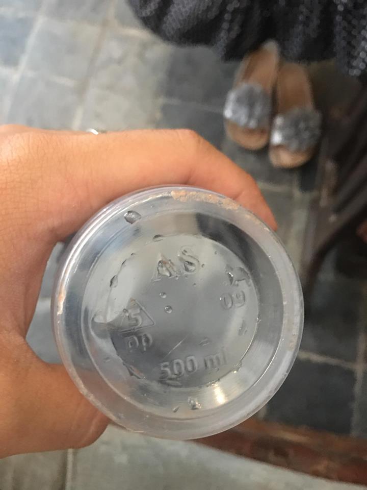 Những cốc trà sữa thế này được sử dụng loại nhựa PP. Dù có an toàn hơn so với nhựa PET nhưng nếu gặp ở nhiệt độ trên 160 độ vẫn có thể sản sinh ra những chất độc hại.