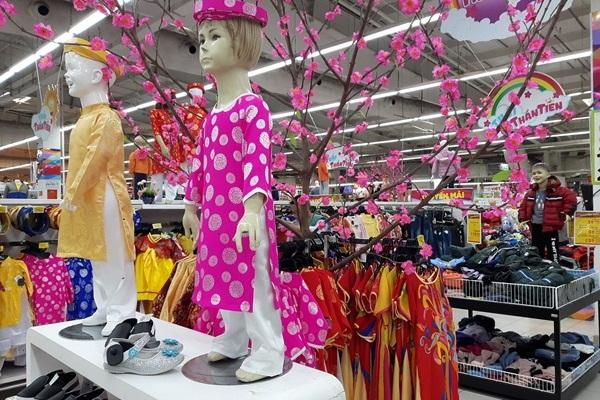 Dạo phố cuối năm (1): Tấp nập mua sắm cho kỳ nghỉ Tết