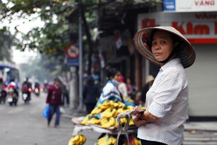 Mọi người đều thức dậy đi bán hàng từ lúc sáng sớm mặc cho thời tiết những ngày cuối năm khá lạnh(Ảnh: Hiếu Quang)