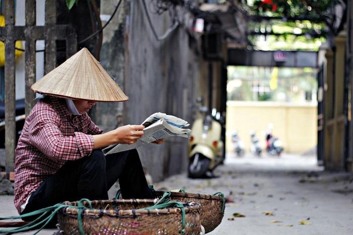 Những gánh hàng rong đã trở thành một nét đẹp rất riêng của Hà Nội mà bạn có thể bắt gặp bất cứ ở các con phố, ngõ hẻm. (Ảnh: Hiếu Quang)