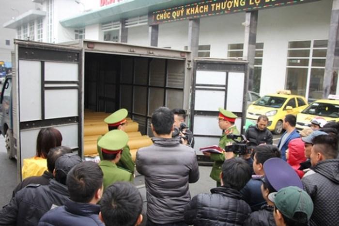 Thái Bình: Khởi tố vụ án buôn bán tem nhôm Xingfa Quảng Đông giả