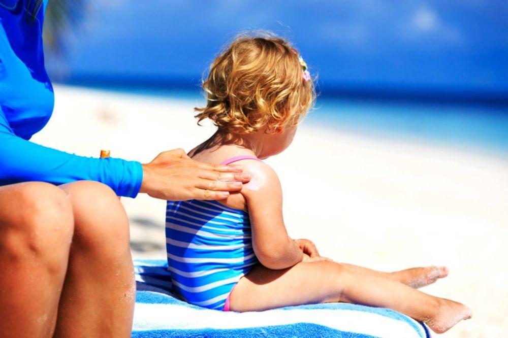 Những đồ vật tránh nắng hữu hiệu cho bé mùa hè