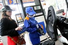 Lại tăng thuế xăng dầu, sức dân đã cạn?