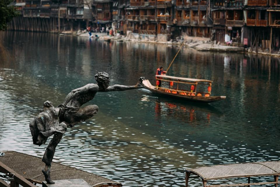 Dù đã qua nghìn năm nhưng nước sông Đà Giang vẫn xanh trong vắt