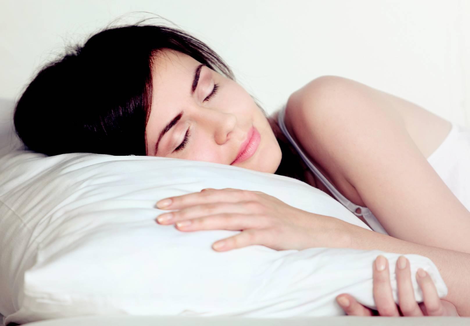 Ngủ bù vào cuối tuần có tốt cho sức khoẻ: Câu trả lời bất ngờ từ các chuyên gia