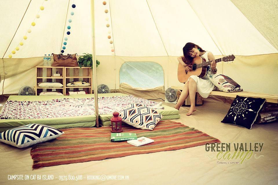 Green Valley Campingp/nằm ở xã Hiền Hào, Cát Bà, Hải Phòng. Nơi đây cách cổng Rừng Quốc Gia 3 cây số