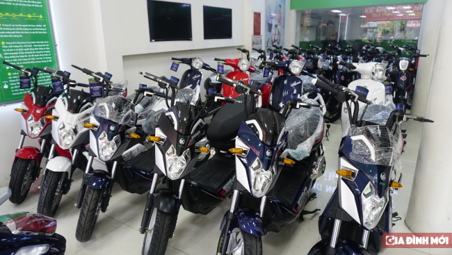Thị trường xe máy điện đầu năm học mới: Xe Nhật và xe 'Tàu' chênh nhau vài chục triệu