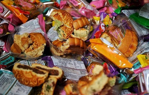 Tiêu hủy 17.600 chiếc bánh Trung thu không rõ nguồn gốc