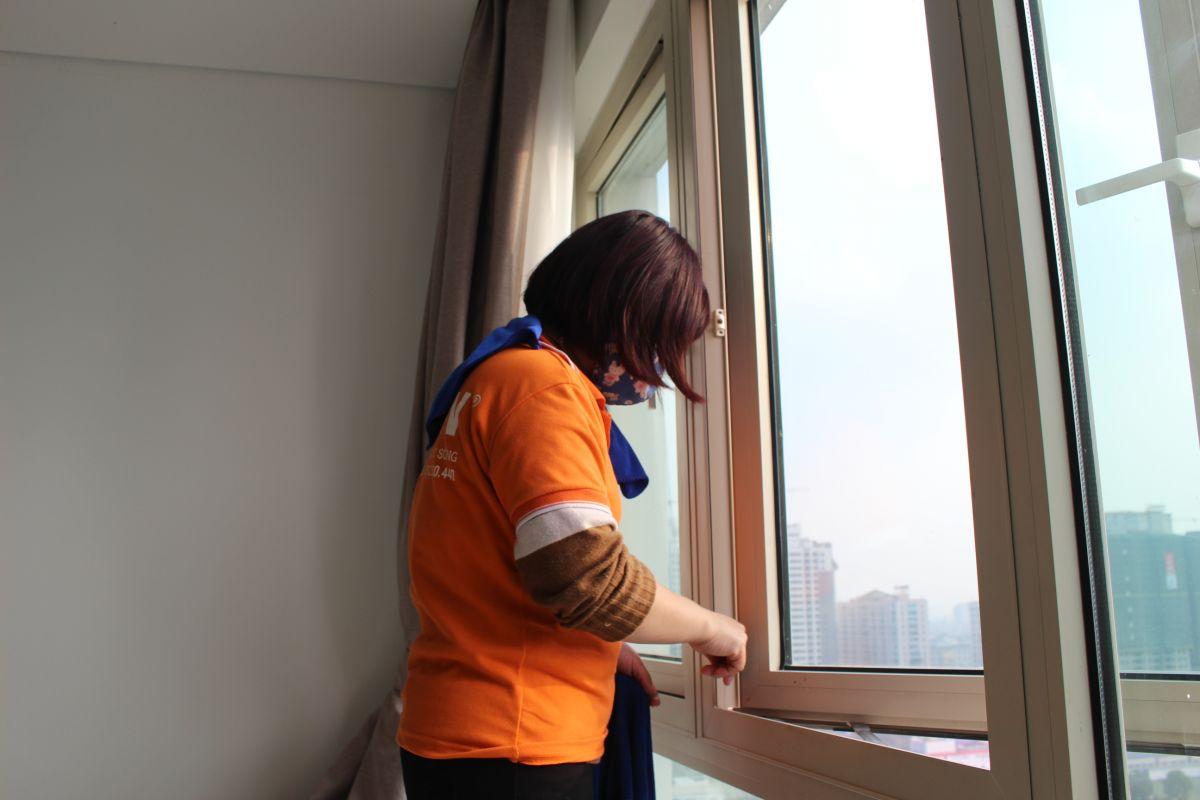 Công việc gấp rút, nhiều người lao động phải tăng ca đến 8 giờ tối để đảm bảo tiến độ