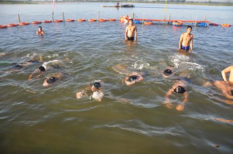 Vì sao cần dạy ngay cho trẻ kỹ năng bơi lội?