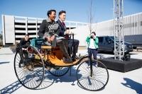 """Có thể bạn chưa biết, chiếc xe hơi đầu tiên trên thế giới nhìn """"dị"""" như thế này"""