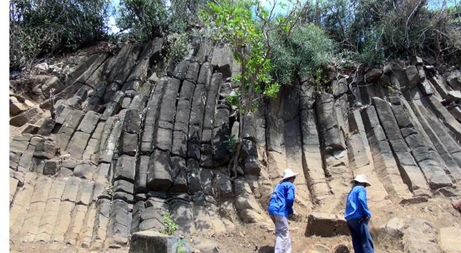 Các khối đá lộ ra