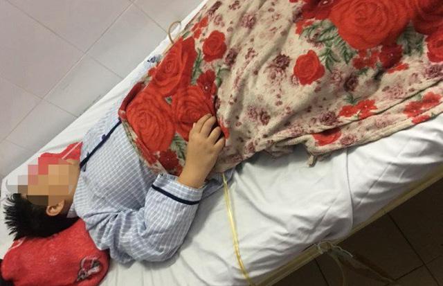 Bé trai 10 tuổi hoại tử ruột do nuốt 9 viên bi nam châm