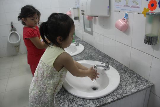 3 sai lầm khi chăm sóc trẻ bị tay chân miệng, hầu hết các mẹ đều mắc phải