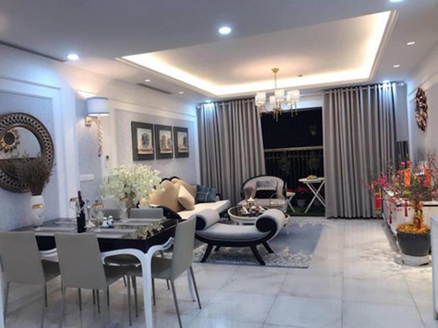 Căn hộ của nữ diễn viên rộng khoảng 100m2 bao gồm 3 phòng ngủ, 1 phòng khách và 1 phòng bếp với tông màu chủ đạo là màu trắng.