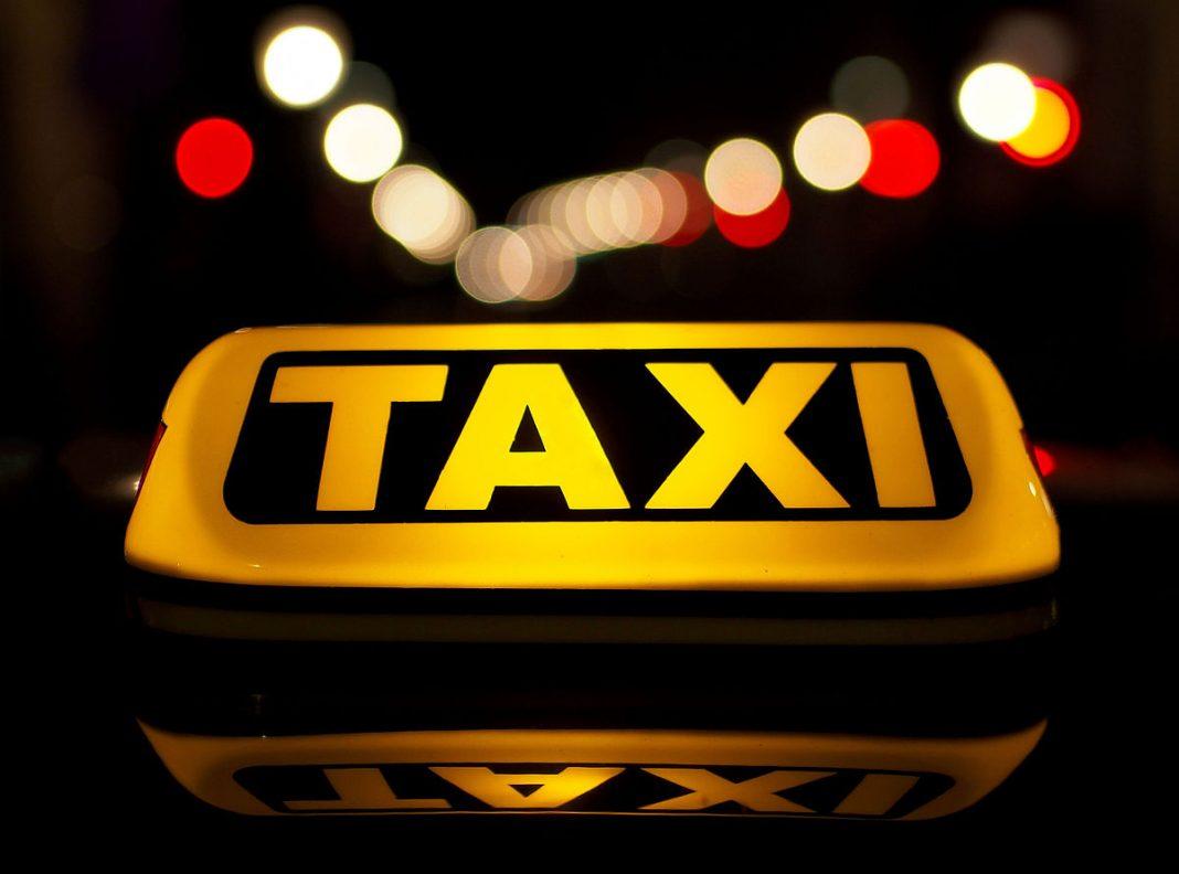 """Taxi công nghệ trước nguy cơ bị """"xóa sổ"""": Khách hàng mất cơ hội đi xe giá rẻ, tài xế sợ phải bỏ nghề"""