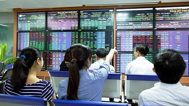 """Thị trường chứng khoán cuối năm 2018: Dự báo sẽ có """"cú sốc"""" lớn"""