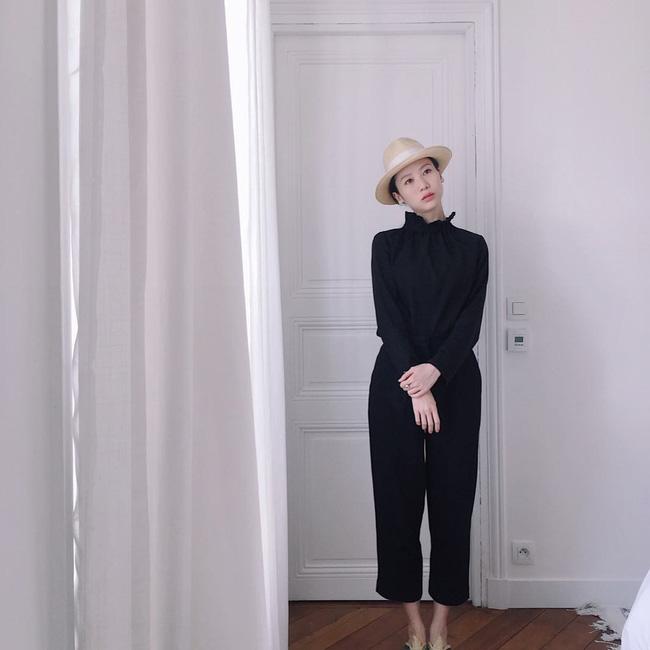 p/Chiếc áo cổ loe kết hợp cùng quần lửng trẻ trung thì dù bạn