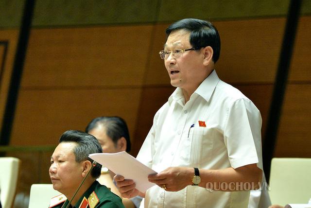 Đại biểu Nguyễn Hữu Cầu (đoàn Nghệ An) nêu các vấn đề cần xử lý trong lĩnh vực GTVT. Ảnh: QH