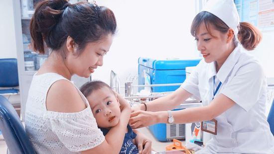 Bộ Y tế cam kết đủ vắc xin tiêm chủng cho trẻ nhỏ