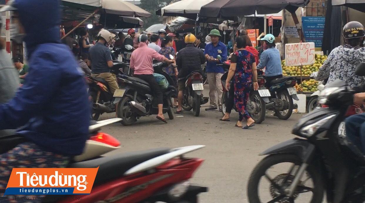 """""""BOT"""" chợ Đền Lừ giữa Thủ đô (1): Loạn tiền thu phí?"""
