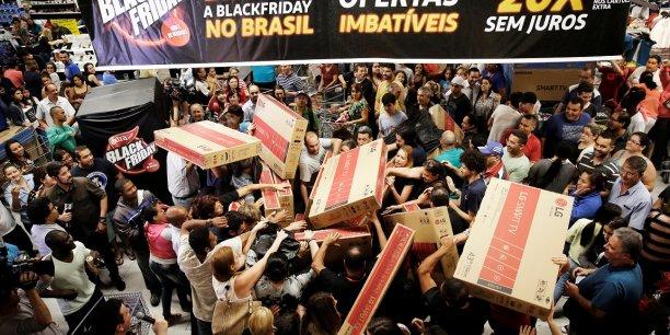 Những sự kiện 'điên rồ' trong ngày hội mua sắm Black Friday