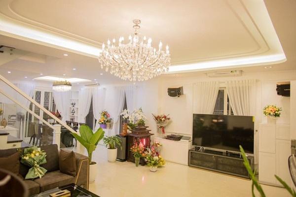 Bên trong biệt thự siêu sang, giá 16 tỷ đồng của Quang Hà tại Hà Nội