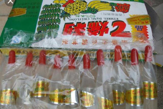 Mẫu thuốc nằm trong diện nghi vấn được kẻ gian sử dụng mà các hộ dân bàn giao cho công an huyện Gia Lâm.