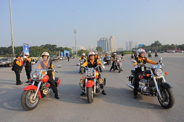 Ngắm dàn mô tô khủng hộ tống đoàn đua xe đạp tại Đại hội thể dục thể thao toàn quốc