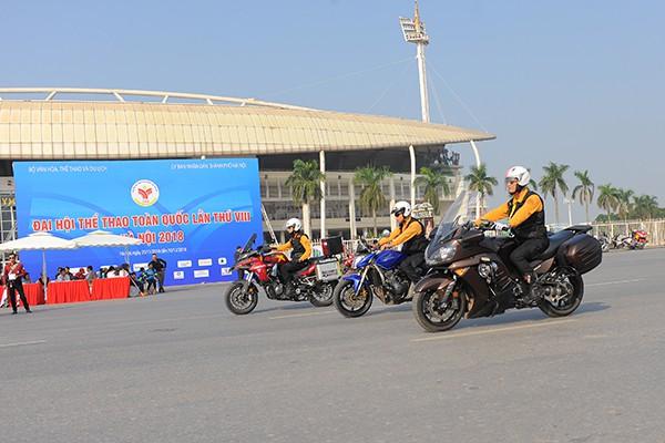 Ngoài việc chơi xe thỏa mãn niềm đam mê, các thành viên CLB Mô tô Hà Nội còn luôn tích cực tham gia những công tác xã hội.
