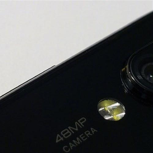 Xiaomi sắp giới thiệu smartphone màn hình