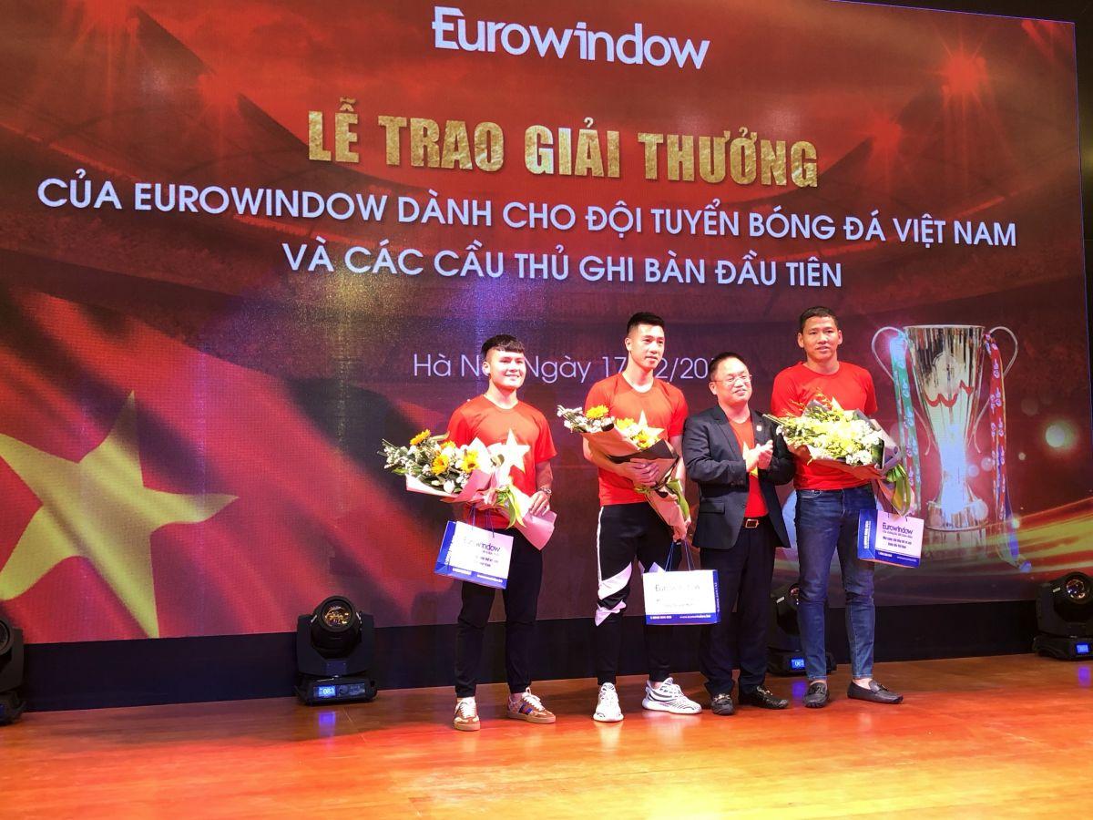 Vô địch AFF Cup 2018, đội tuyển Việt Nam nhận thưởng 3,2 tỷ đồng từ Eurowindow
