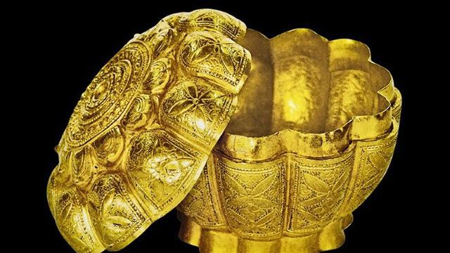 Hộp vàng Ngọa Vân - Yên Tử (Niên đại: Thế kỷ XIV, hiện lưu giữ tại Bảo tàng tỉnh Quảng Ninh).