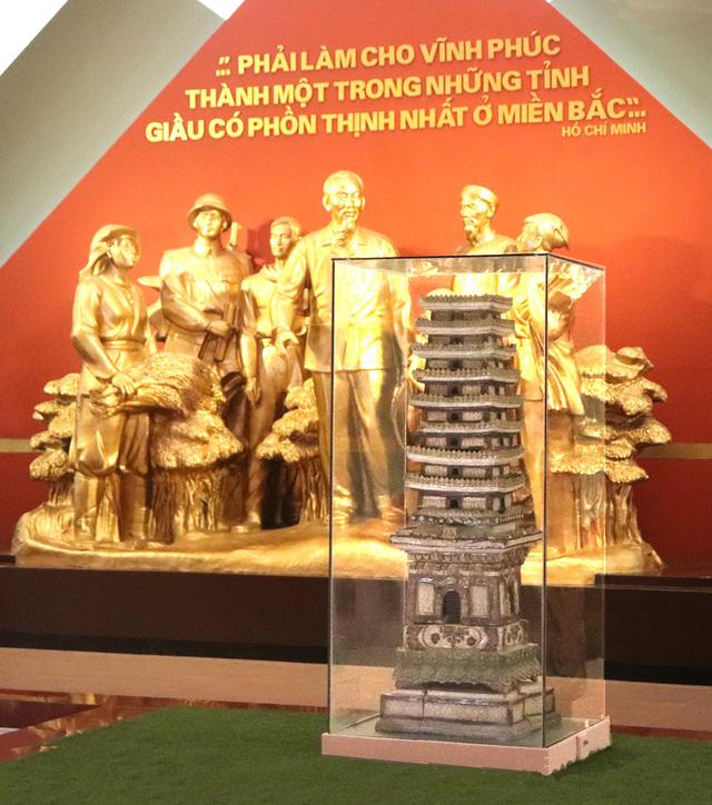 Tháp gốm men chùa Trò (Niên đại: Thế kỷ XIV, hiện lưu giữ tại Bảo tàng tỉnh Vĩnh Phúc).