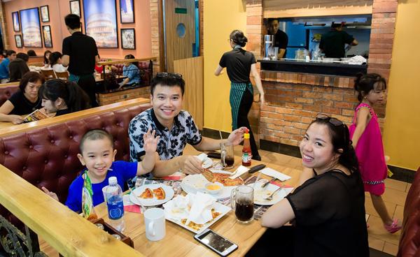Nhiều nhà hàng, quán cà phê tập trung tại Vincom giúp khách hàng có nhiều chọn lựa cho mọi thành viên