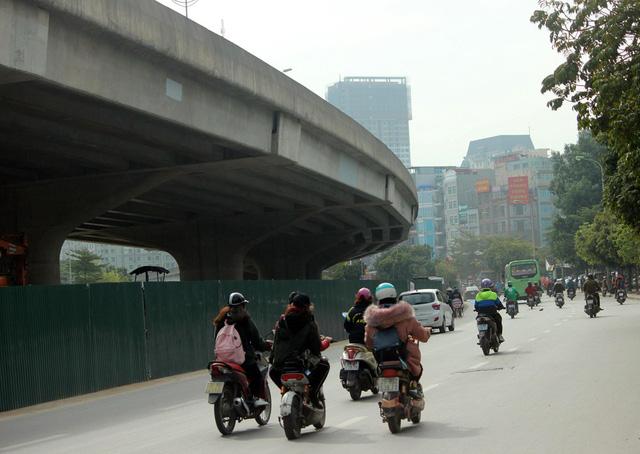 Đường Vành đai 3 phía dưới là tuyến đường trọng điểm của Thủ đô, tuy nhiên nhiều năm gần đây thường xuyên xảy ra xung đột giao thông tại những nút giao, đặc biệt dịp mưa gió, lễ Tết.