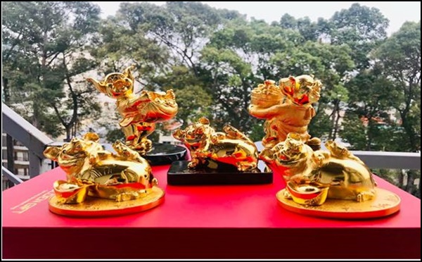 Quà phong thủy Tết Kỷ Hợi: Lợn vàng 24k giá 50 triệu đồng