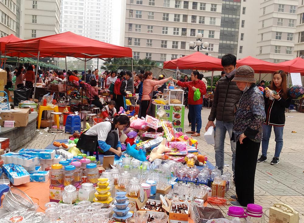 Cư dân chung cư háo hức tổ chức hội chợ Tết giữa lòng Hà Nội