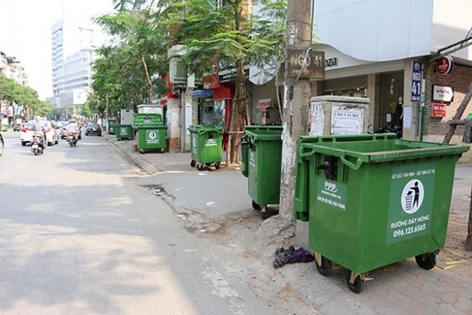 Hà Nội thí điểm lắp đặt thùng rác công nghệ kết hợp quảng cáo ở 4 quận trung tâm