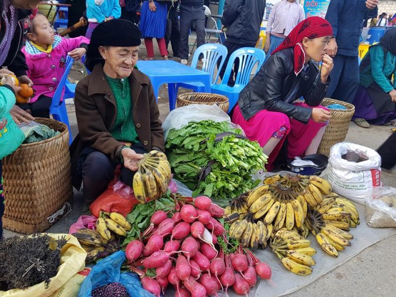 Độc đáo nét văn hóa Chợ phiên giữa thung lũng núi đáMèo Vạc - Hà Giang