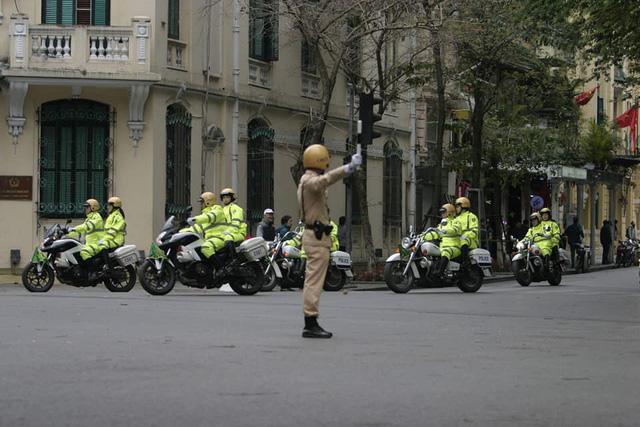 Kết thúc lễ ra quân, Công an TP Hà Nội tổ chức diễu hành cho lực lượng hoàn thành tốt nhiệm vụ. Theo đó, đoàn diễu hành qua nhiều tuyến phố thủ đô, hồ Gươm và các đơn vị vào vị trí theo kế hoạch.