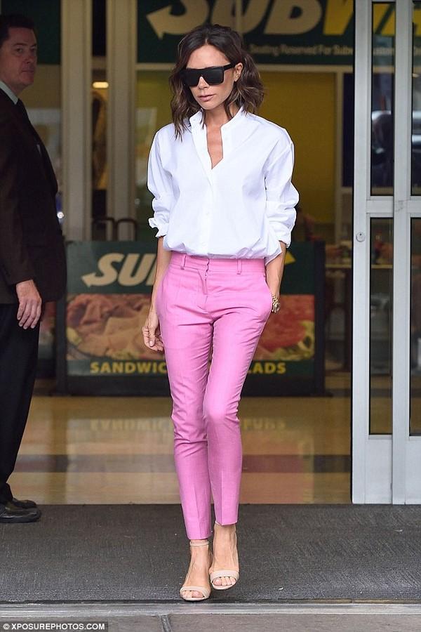 Học cách phối đồ vừa đơn giản lại thời trang của Victora Beckham
