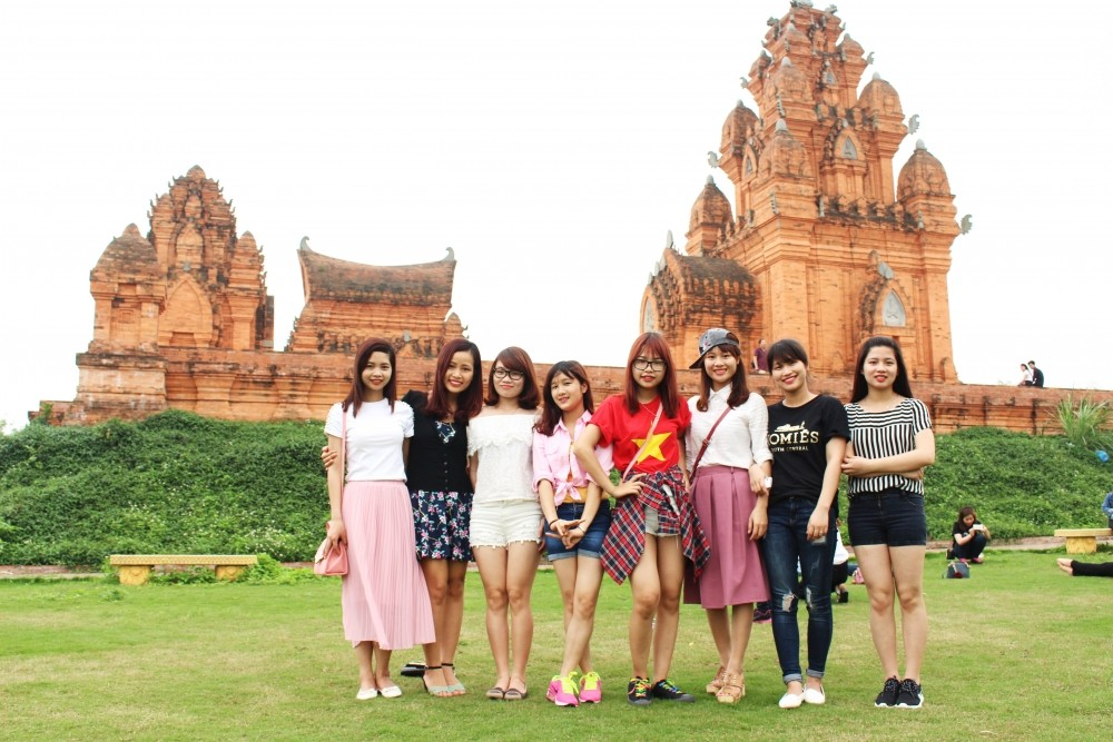 Không ít các bạn trẻ đã tranh thủ cuối tuần để tới làng văn hóa các dân tộc để