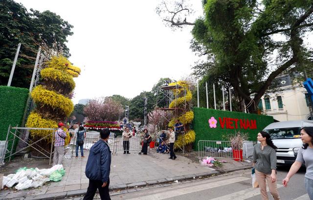 Tối ngày 29/3, lễ hội hoa anh đào 2019 chính thức khai mạc và kéo dài đến hết ngày 31/3. Đây là lễ hội thường niên diễn ra nhiều năm vừa qua và được sự đón nhận của đông đảo người dân Hà Nội.